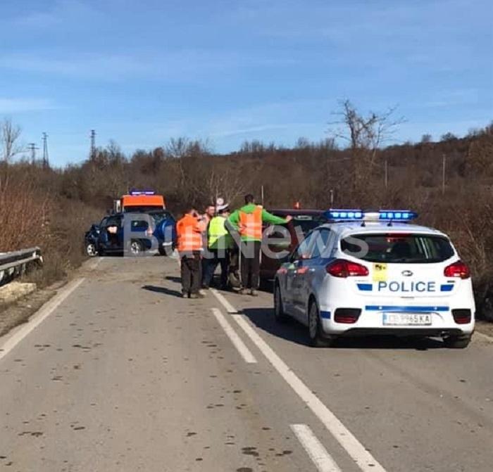 Тежка катастрофа е станала преди минути между Враца и Криводол,