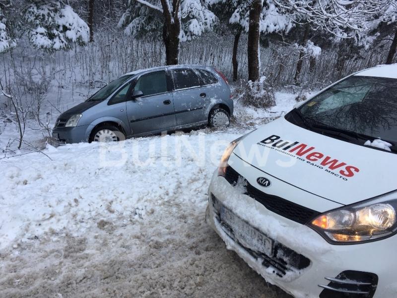 Лека кола е катастрофирала на изхода на Враца w посока