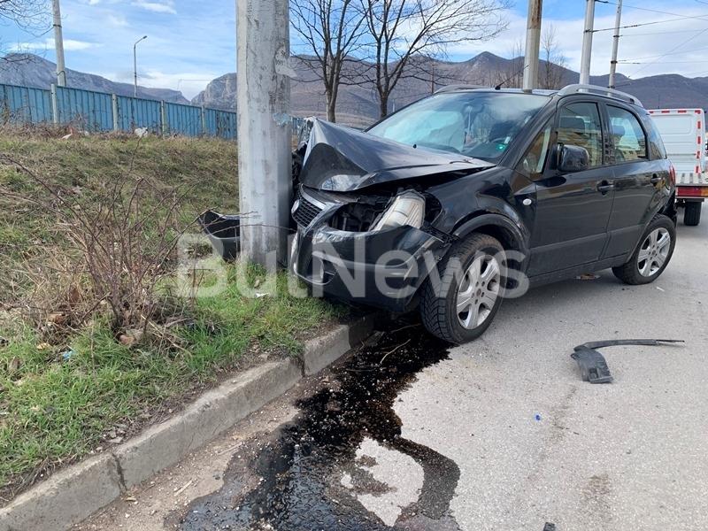 Тежък пътен инцидент е станал преди минути във Враца, видя