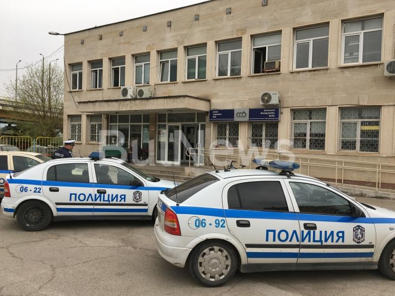 Служителка на КАТ Враца е била заловена с контрабадни цигари