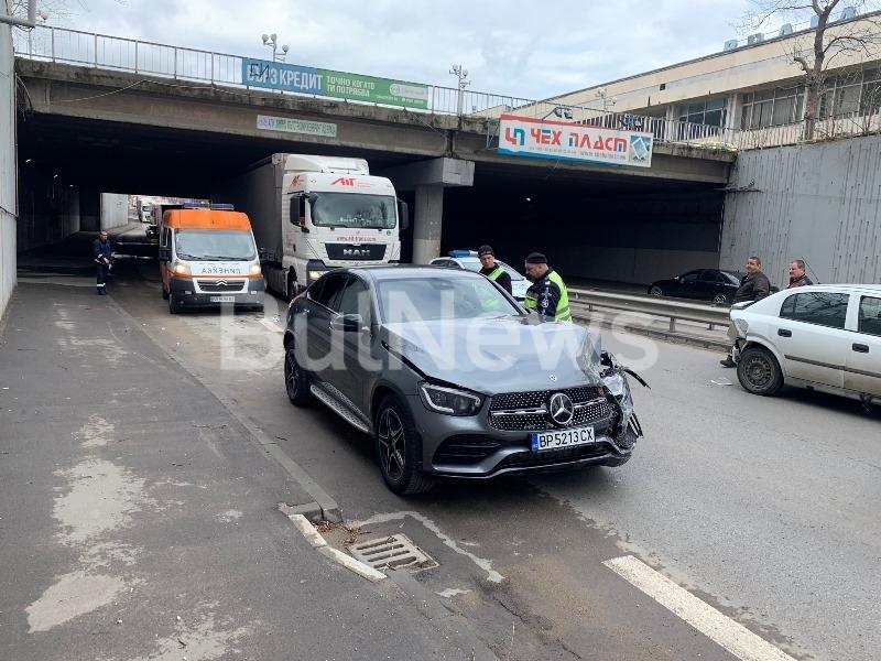 Тежък пътен инцидент е станал преди минути на централен булевард