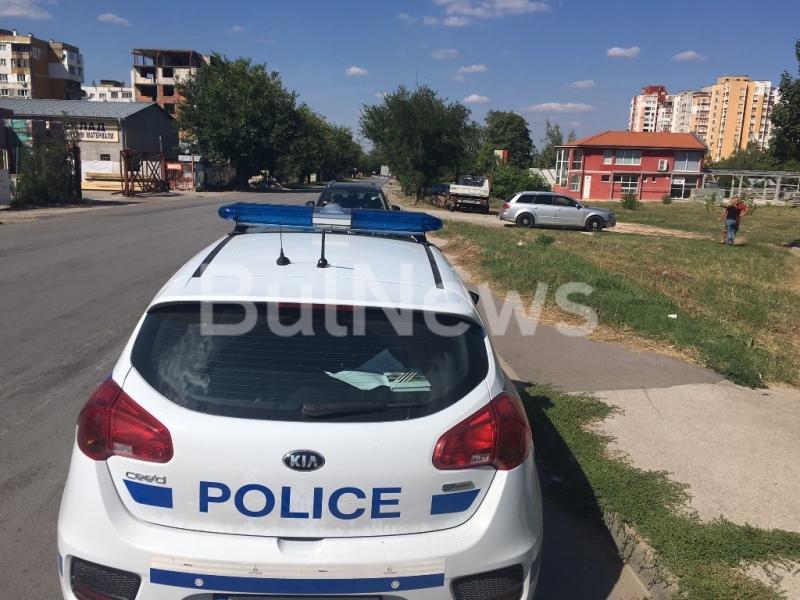 От последните минути! Две коли се натресоха на натоварено кръстовище във Враца /снимки/