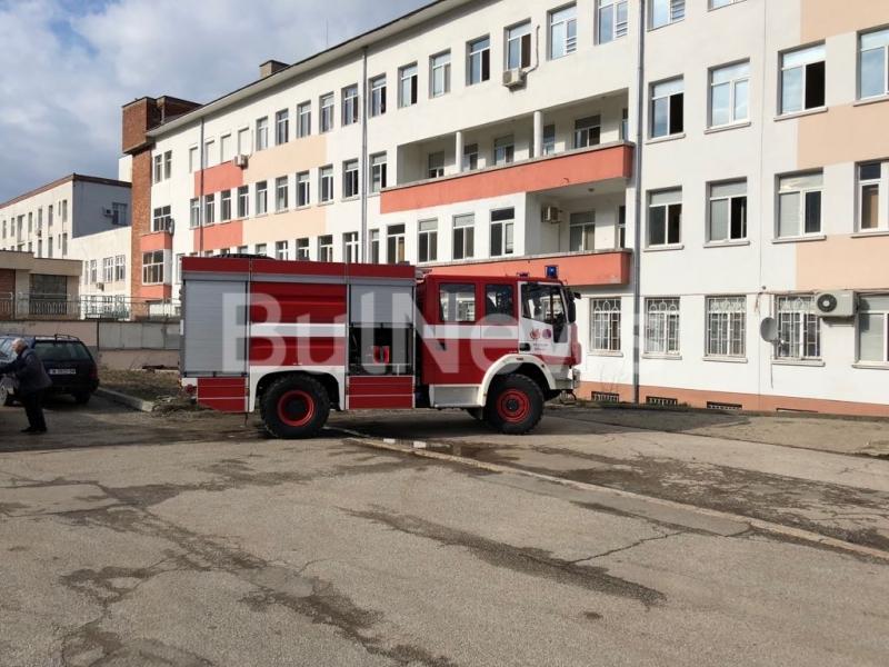 Евакуираха Спешното във Враца заради пожар в подземието на болницата /снимки/