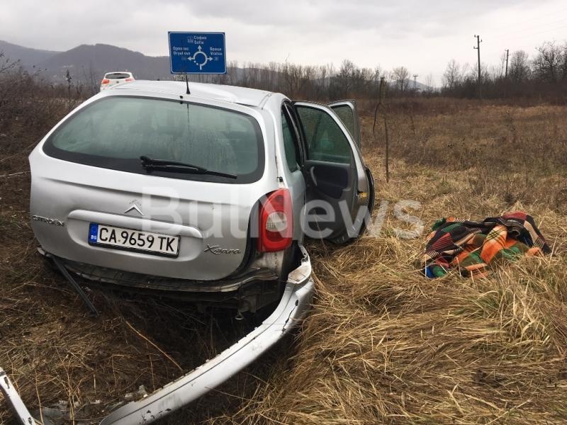 "Лек автомобил ""Ситроен Ксара"" е катастрофирал на обхода на Враца,"