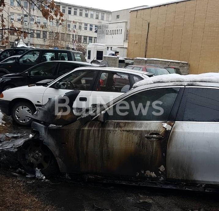Информационна агенция BulNews.bg се сдоби с кадри на запалената кола