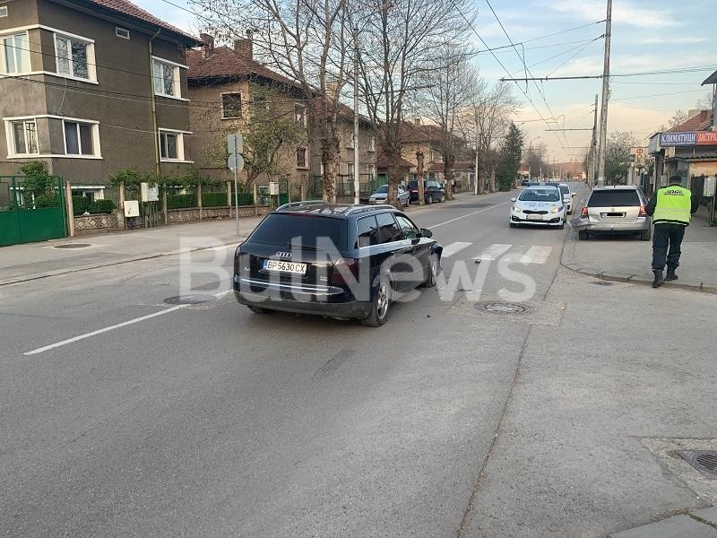 Пътен инцидент е станал преди минути във Враца, видя първо