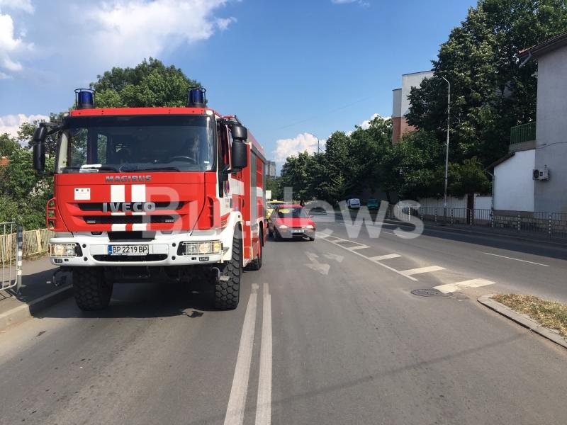 Катастрофа е станала на възлов булевард във Враца, видя първо