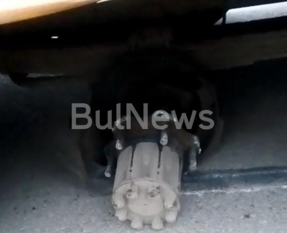 Ученически автобус остана без гуми, докато карал децата на училище